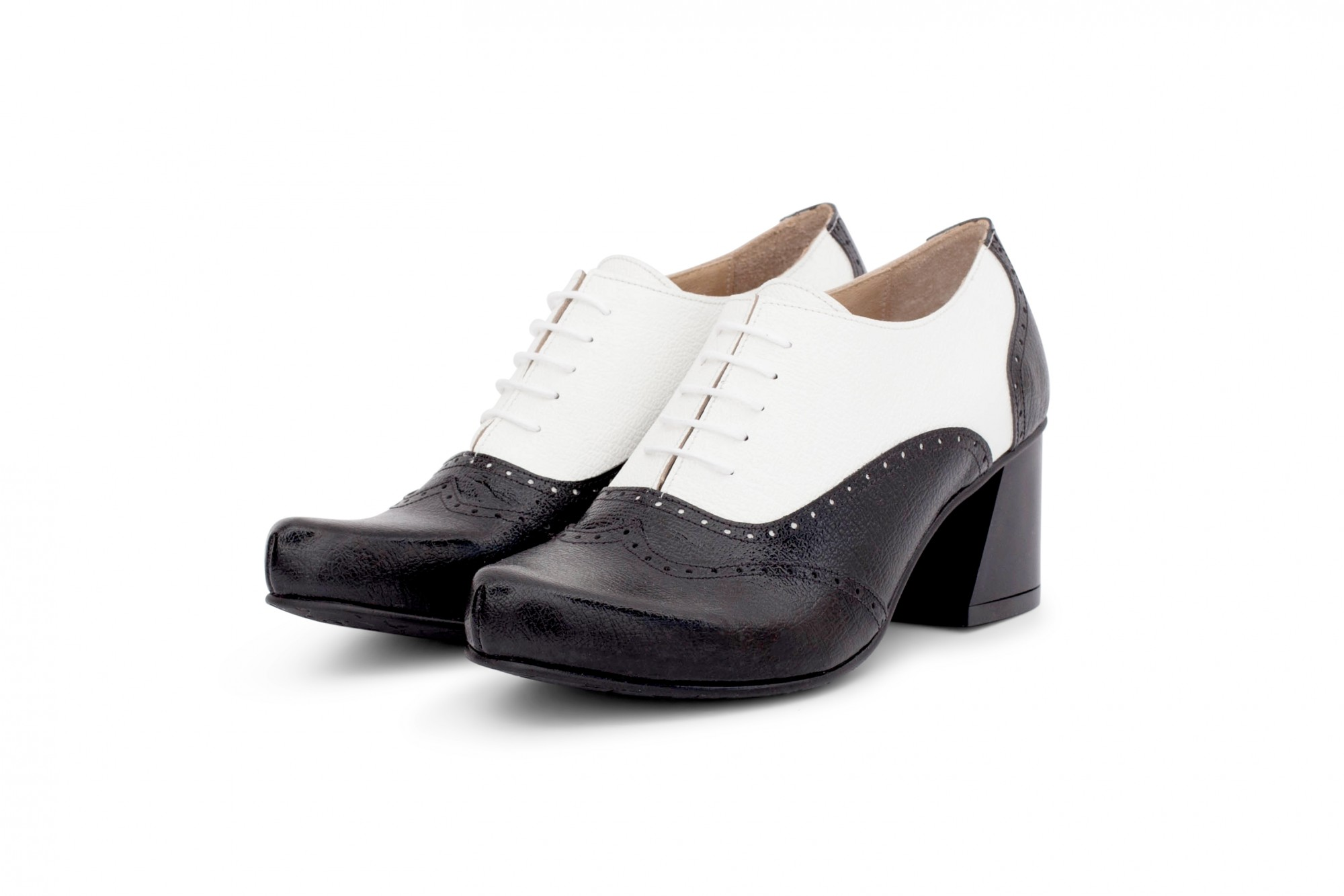 723b610e07 Oxford heels black and white. Women's oxford shoes in black and white  leather