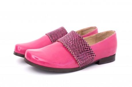 נעלי סירה לנשים ורוד לק עם רצועת עור ורד ונקודות שחורות
