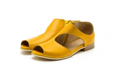 Flat yellow leather sandals