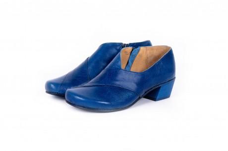 Low heel blue pumps