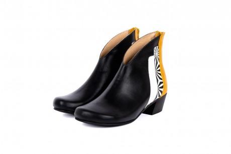 Low heel black boots