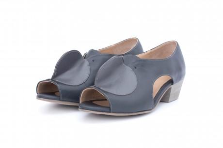 Low heel wide pumps