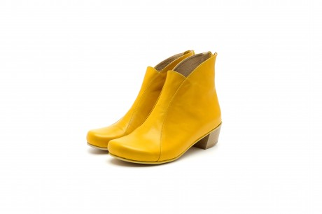 Low heel boots yellow