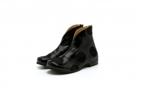 Women's leather ankle boots in black