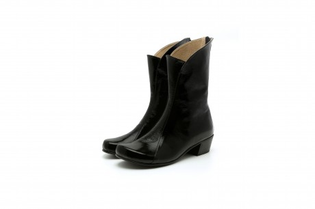 Women's low heel black leather boots