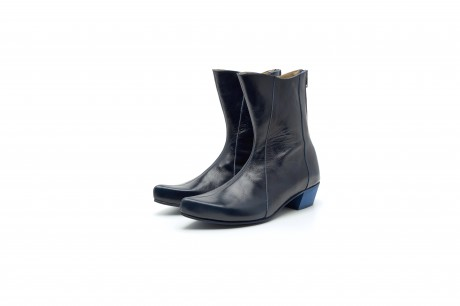 Women's pointy leather boots in blue