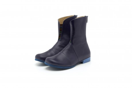 Women's wide flat leather boots in blue