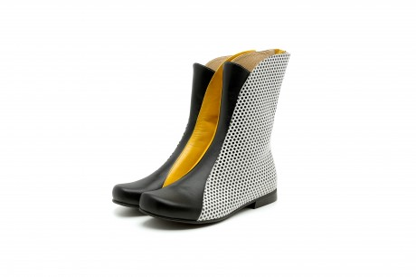 Flat boots black and yellow