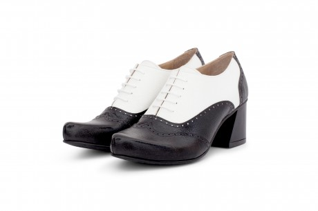 Oxford heels black and white