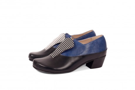 Heeled leather shoes