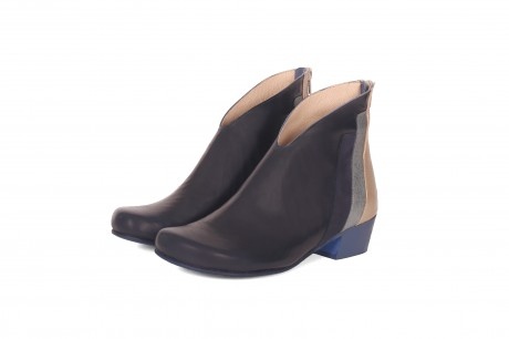 Wide women's ankle boots