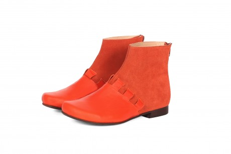 Flat leather ankle boots with zipper