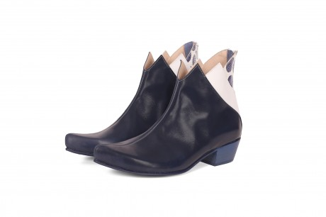 Pointed toe boots for women